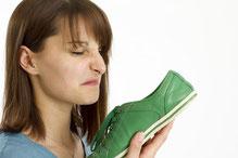 Schweißfüße, Käsefüße ein stinkender Schuh