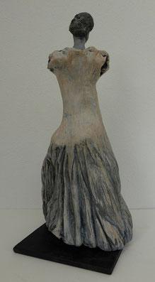 Dame mit Kleid, Ton bemalt, 25 cm, Rückenansicht