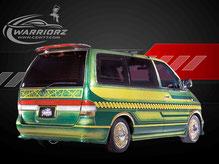 カスタムペイント車、キャンディーグリーンフレーク塗装にゴールドでソウルペイントされたニッサンラルゴの写真