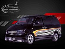 カスタムペイント車、黒いボディーにチェッカー模様でグラフィックス塗装をいれたニッサンラルゴの写真