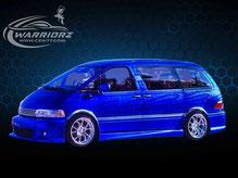 カスタムペイント車、キャンディーブルーフレーク塗装されたトヨタエスティマの写真