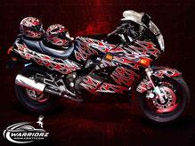 カスタムペイントバイク、キャンディーフレーク塗装でトライバルペイントされたオートバイ、スズキハヤブサの写真