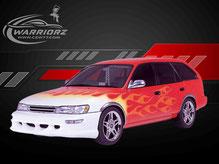 カスタムペイント車、赤に塗装されたボディーにファイヤーパターン塗装されたトヨタカローラバンの写真