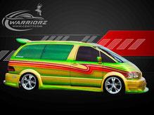 カスタムペイント車、ゴールドとグリーンでキャンディーフレーク塗装されたトヨタエスティマの写真