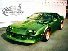 カスタムペイント車、キャンディーグリーンフレークでソウルペイントされた1989年カマロIROC