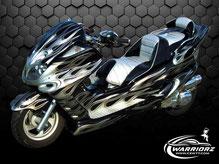 カスタムペイントバイク、シルバーフレークでファイヤーパターン塗装されたビックスクーター、ヤマハマジェスティーの写真
