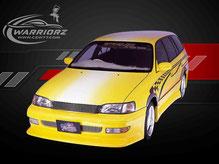 カスタムペイント車、イエローにパール塗装されたボディーにグラフィックス塗装されたトヨタカルディナバンの写真