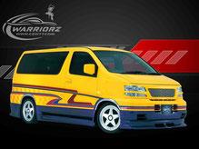 カスタムペイント車、イエローにパール塗装されたボディーにグラフィックス塗装されたニッサンエルグランドの写真