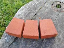 keilförmig geschnittene Abdecksteine