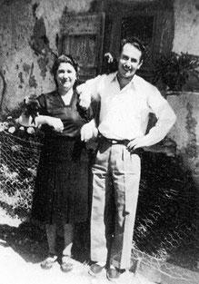 Ma mère et moi en 1946 (16 ans), avec des corneilles apprivoisées