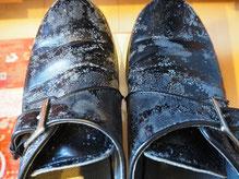 カビてしまった革靴の写真
