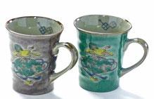九谷焼『ペアマグカップ』宝尽くし紫&緑塗り 裏絵