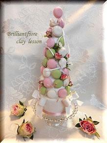 ブリリアントフィオーレオリジナルコースもあります。             小花を散らしたロマンティックマカロンタワー(オリジナルデザイン)