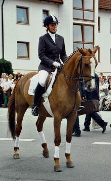 mit Schulpferd Raika auf der 450-Jahr-Feier in Rosenfeld