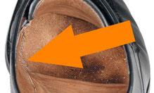 Die im Inneren des Schuhes sichtbare Durchnähnaht.
