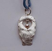 Schutzengel aus Silber mit Perle Naturform