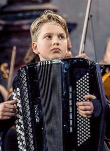 In der Paulskirche zu erleben: Das junge virtuose Akkordeon-Talent Jonas Vozbutas.
