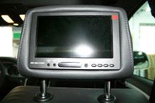 Monitore in den Kopfstützen beim Audi Q7 für DVD und TV