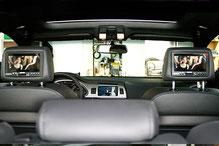 fertiges rear Seat Entertainment im Audi Q7 mit DVD und Monitoren in den Kopfstützen