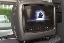 rear seat entertainment im mercedes ml w164 m-klasse mit dvd