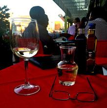 Ein Glas Wein im Sardinia, Windhoek