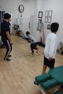 ケツトレ部に毎回参加の兄弟。最初より着地動作で膝や体幹を安定させて着地できるようになってきました。