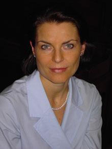 Caron Möbius ist die Autorin des Romans 'der Sprung im Spiegel des Seins', der bei den Maya spielt