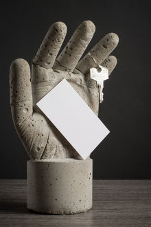 Hand Skulptur aus Beton