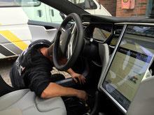 TravelControl im Tesla Model S