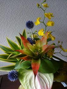 玄関に花をいける