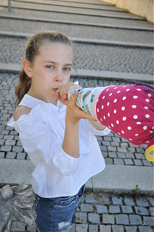 Bild: Mädchen mit Übertritt Schultüte