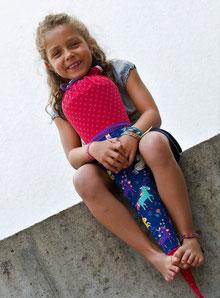 Bild: AnfängerGlück Einhörnchen Schultüte mit Mädchen auf Mauer sitzend