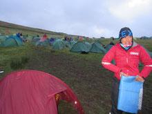 2日目朝、テント撤収中、銀マットはかさばるが軽くてよい