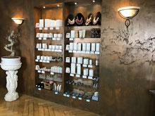Bild von Verkaufsregal mit Kosmetikprodukten