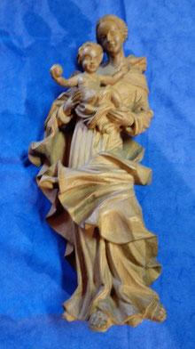 Holzschnitzerei: Madonna mit Kind, 45 cm hoch