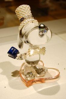 真珠のミキモトが製作した「プロボーズするスヌーピー」