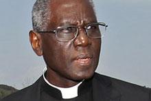 """Als Präsident des Päpstlichen Rates """"Cor unum"""" ist der Kardinal aus dem westafrikanischen Guinea Chef der weltweiten Caritas des Vatikans und eine Art Entwicklungsminister in einem."""