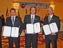 SALON DE LA FAMA-El maestro de Perú, Rios Olivero y Adolfo Villanueva - Distinción - en Estados Unidos - New Jersey - 27-04-2009