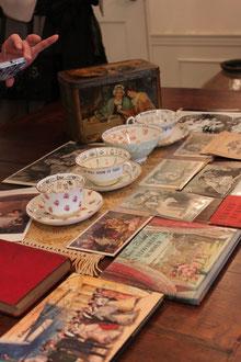 ビクトリア時代の生活を描いた絵本やアンティークのポストカードなど見るもの全部が洋書の世界でした♫
