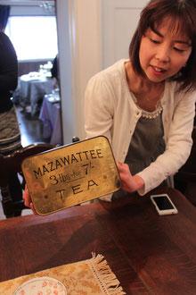 MAZAWATTEE TEAはビクトリア時代の重要な紅茶メーカーでこのtea tinはコレクターの間でかなりの人気アイテムだそうです!