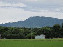 吉川の名峰「尾神岳」。心落ち着く景色