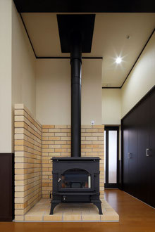 暖炉 まきストーブ 暖かな空間
