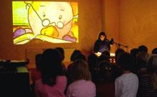 Lesung in einem Kindergarten, Projektion an die Wand