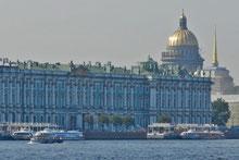 Winterpalast und Isaaks-Kathedrale in St. Petersburg