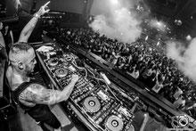 Daniel Gonzalez, Daniel Gonzalez fotógrafo, fotógrafo, fotógrafos, fotógrafo de eventos, fotógrafo de festivales, fotógrafo en España, fotógrafo profesional, DJ, Mixing, DJ Mixing, Festival, Discoteca Fabrik Madrid, Club, Music, EDM music, DJ Nano