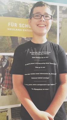 Stani mit seinem Firmenshirt