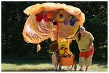 spectacle enfants tout petits marionnette fauteuil roulant déambulation handicap couleurs signes bébés
