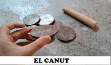 """El canut """"el canuto"""" es un juego en donde se usa un canuto y unas monedas y lo juegan sobre todo mayores en la Comunitat Valenciana."""