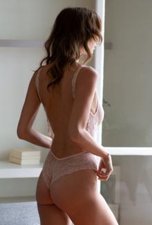 Le BODY MAISON JEANNE YOUNG, pièce de lingerie sur mesure