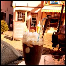 ドイツのアイスコーヒー。氷でなくアイス(クリーム)がもりもり!